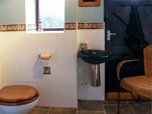 Downstair Toilet - Self catering accommodation - Llandudno