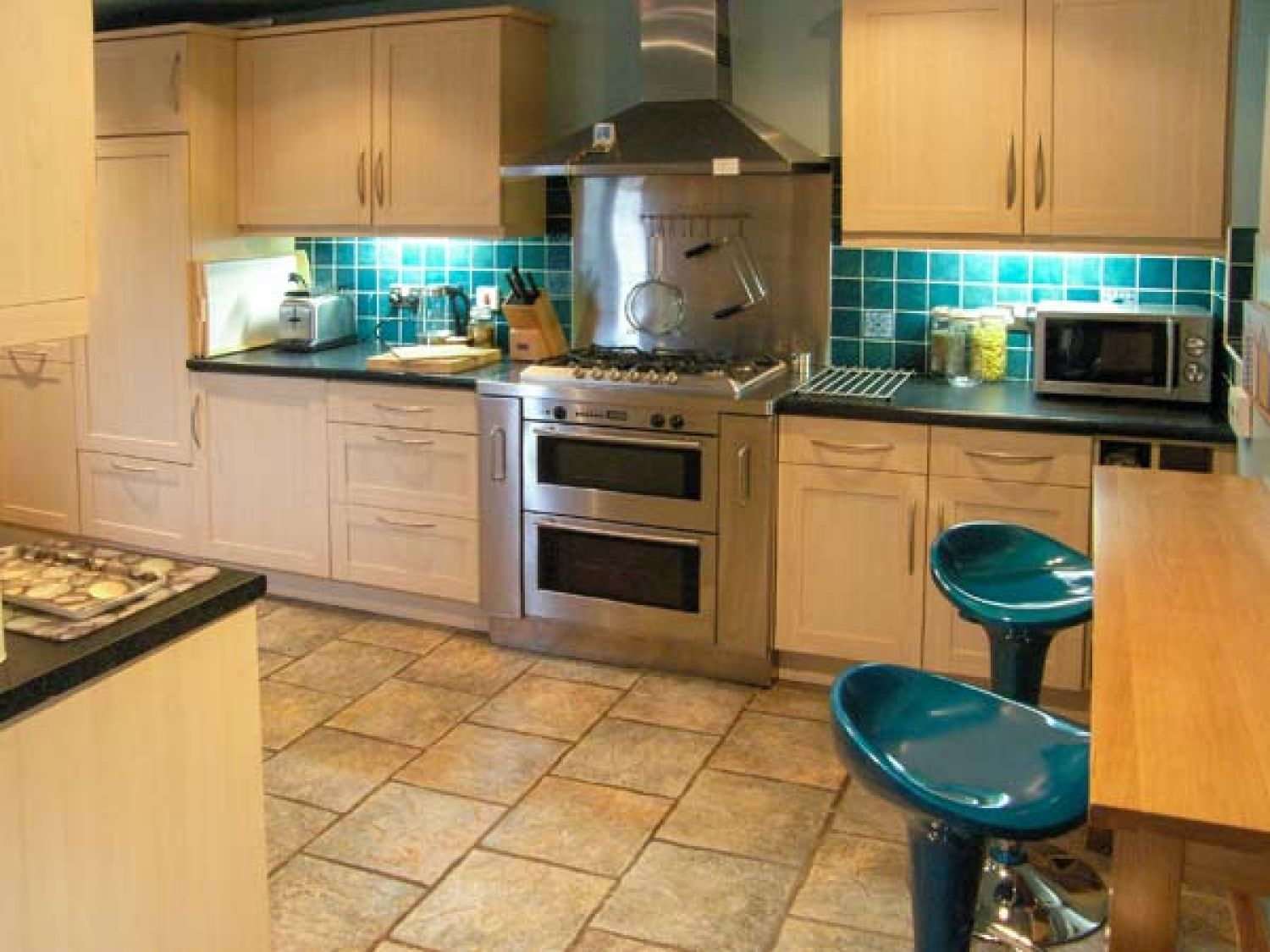 Kitchen - Self catering accommodation - Llandudno