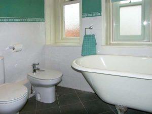 Bathroom - Self catering accommodation - Llandudno